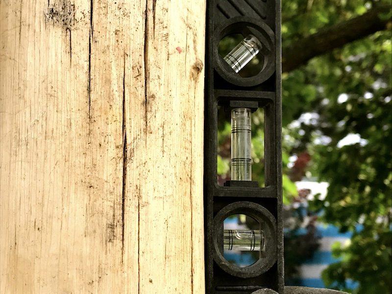 drevený stĺp pre hojdaci sieť